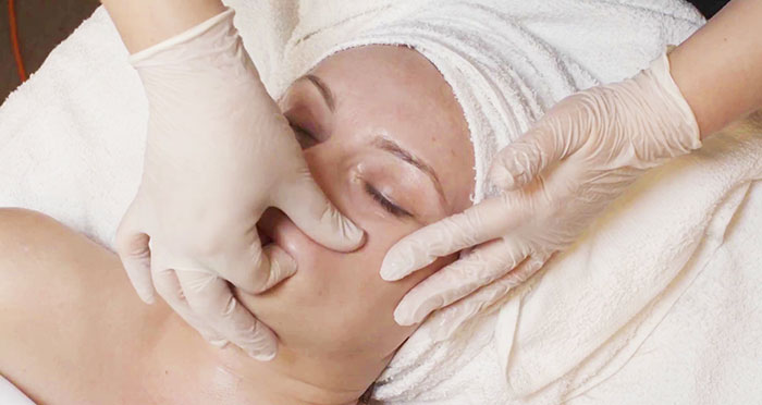4D Face Lifting Massage in Brooklyn